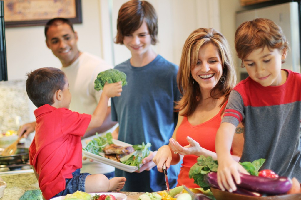sarah fragoso and family cooking